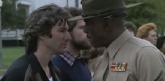 アメリカ海軍の白い制服がとても眩しい戦争映画「 愛と青春の旅立ち 」